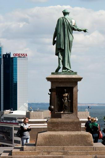 Одесса. Памятник дюку и вид на гостиницу Одесса