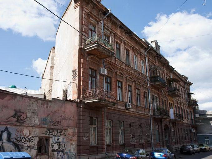Одесса. Дом-стена