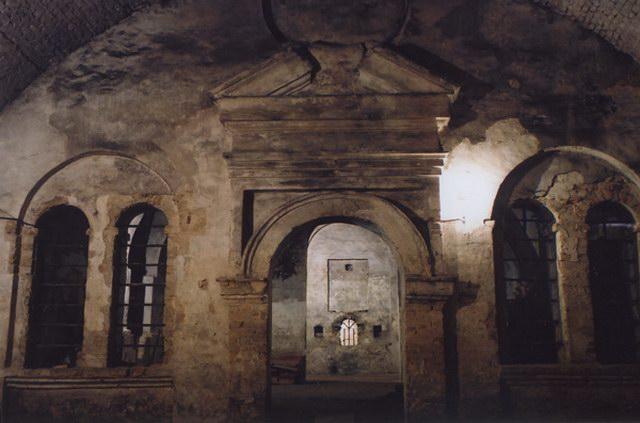 В подземельях костёла