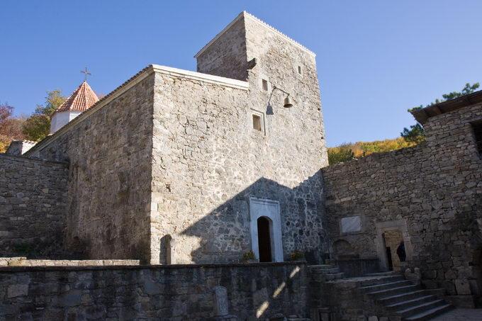 Монастырь Сурб-Хач изнутри