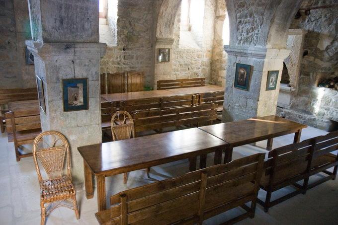 Монастырь Сурб-Хач - в трапезной
