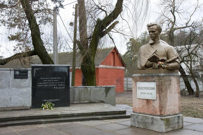 памятник Островскому и доска Шолом-Алейхему