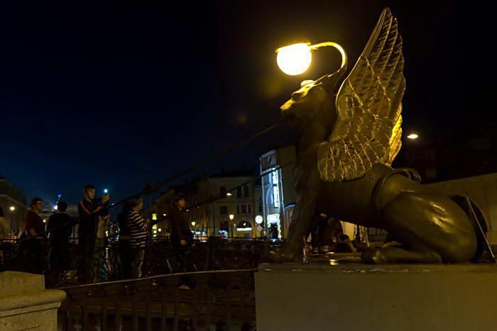 Ночной Санкт-Петербург. Грифоны