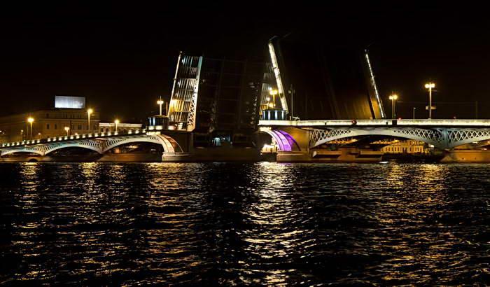 Троицкий мост разведен