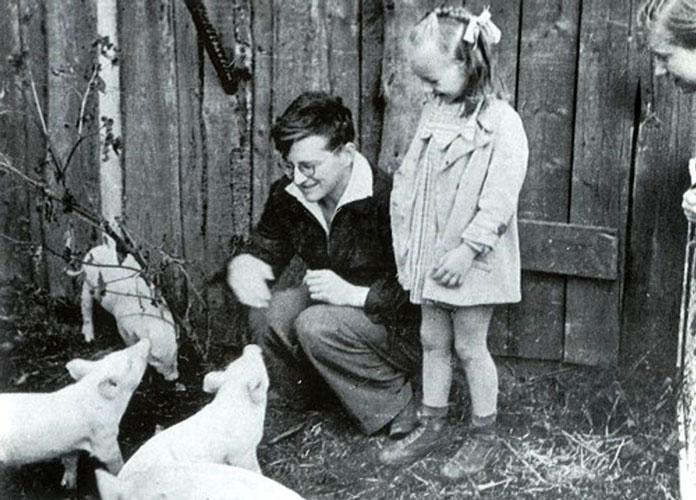 Во время прогулки по совхозу в Иваново, 1943. Фото Н. Шостакович с сайта shostakovich.ru