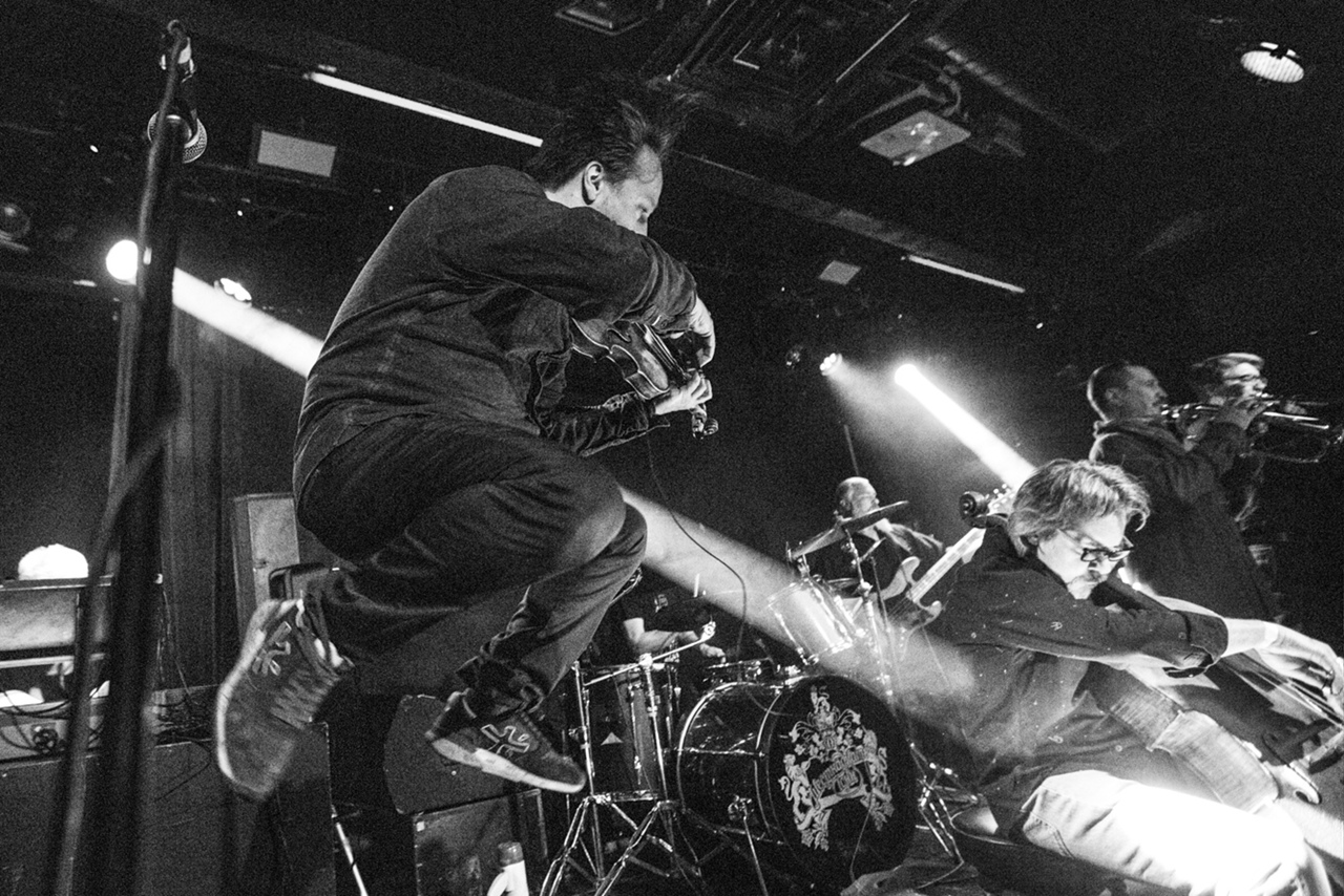 Летающий Айги в клубе 16 Тонн. Фото Дмитрия Семёнушкина (vk.com/semyonushkin)