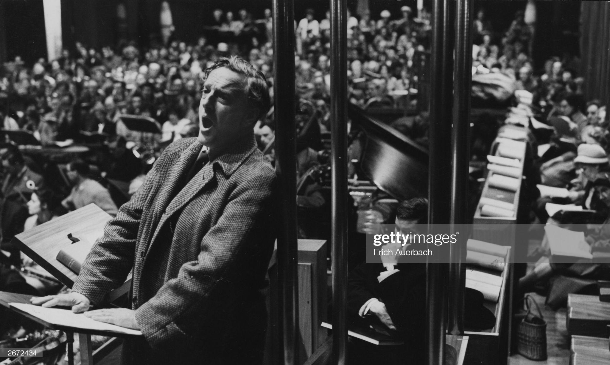 Питер Пирс на репетиции Военного реквиема. 1962 год © Photo by Erich Auerbach/Hulton Archive/Getty Images