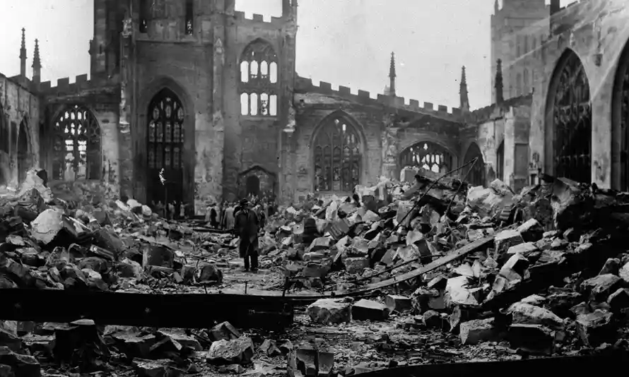Руины собора в Ковентри. The ruins of Coventry Cathedral after the medieval building was destroyed by Luftwaffe bombs during the 'Baedecker raids' of the second world war in November 1940. Photograph: PA
