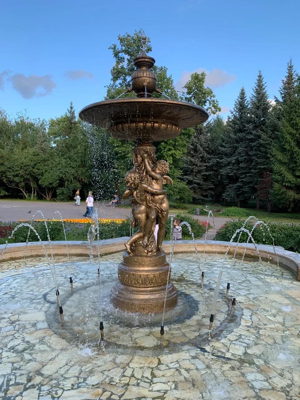 Фонтан в Ленинском садике (самый старый в городе)