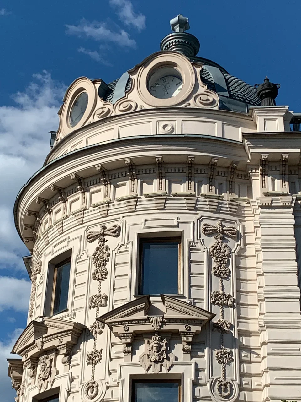 Часы на крыше Александровского пассажа