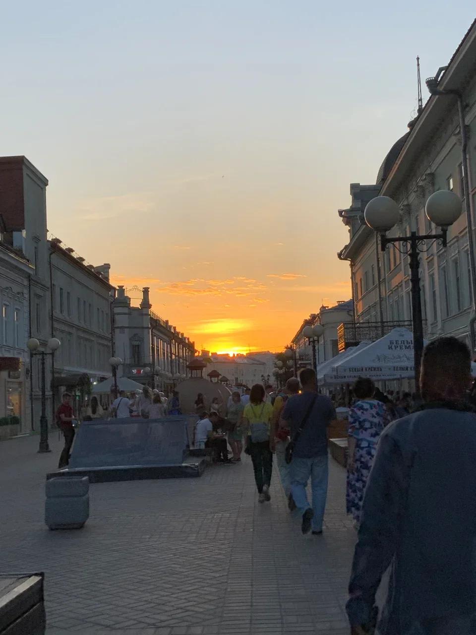 Июльский закат на улице Баумана