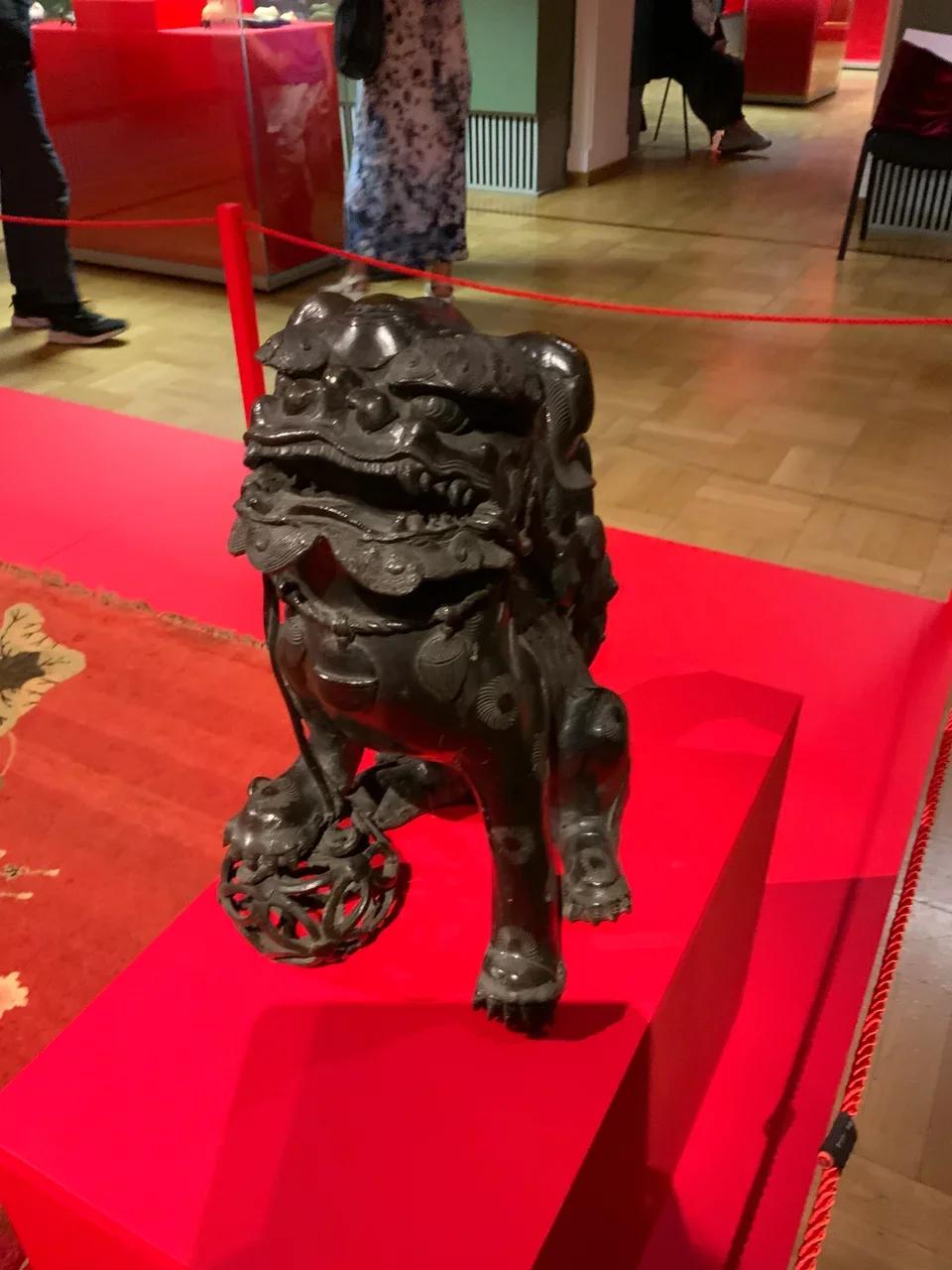 Парные фигуры львов. Китай, XVI-XVIII вв.