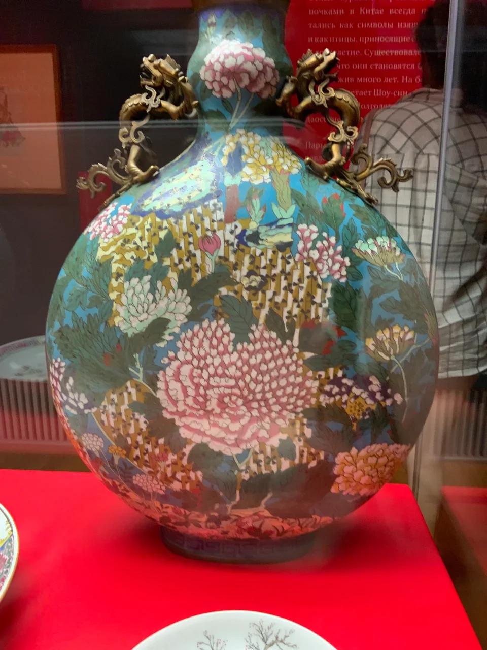Ваза в форме «лунной» фляги. Китай, XVIII в.