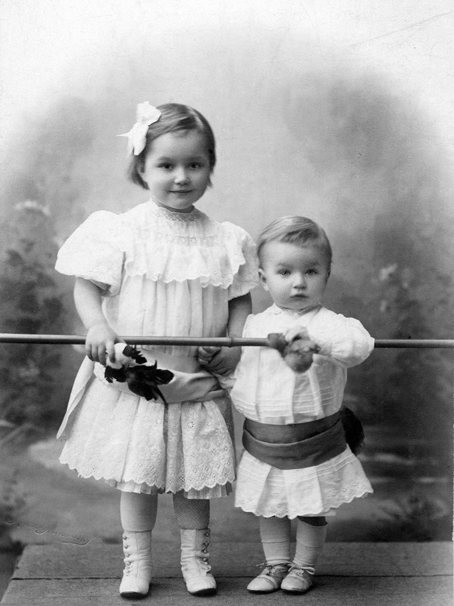 Мария и Дмитрий Шостаковичи. 1907. Фото с сайта shostakovich.ru