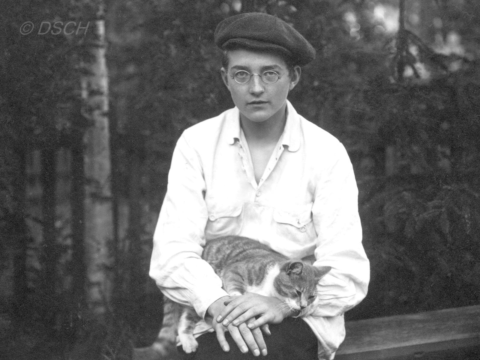 За два дня до окончания Первой симфонии. 28 июня 1925 года. Фото с сайта shostakovich.ru