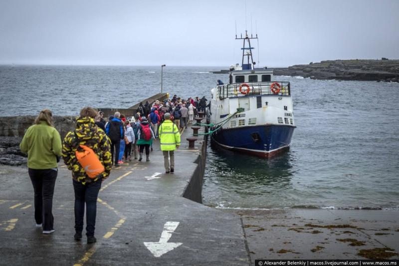 """""""Суда уходят в плаванье к далеким берегам...."""" Пассажиры - почти одни туристы из Ирландии и других стран. Фото из https://macos.livejournal.com"""