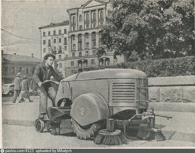 Подметально-уборочные машины ПУ-7. Москва, 1938 год. Фото Анатолий Гаранин.3