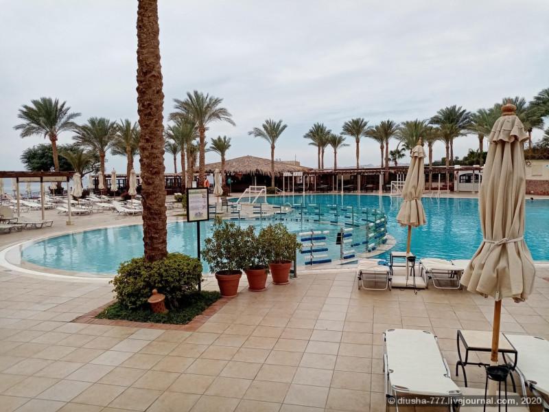 Подогреваемый бассейн на территории отеля. Максимальная глубина - 1,5 м