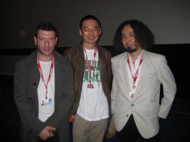 Слева на право: Миша Шприц (продюссер), Хируфуми Наката (дизайнер), Ёсихару Асино (режиссер)