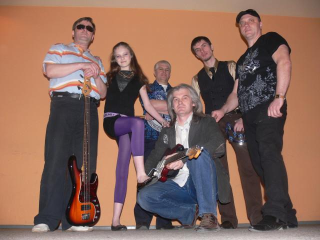 Слева направо: Юра Водолазский, Олеся Меркулова, Олег Макаров, Олег Баженов, Валерий Чупахин и Андрей Дементьев