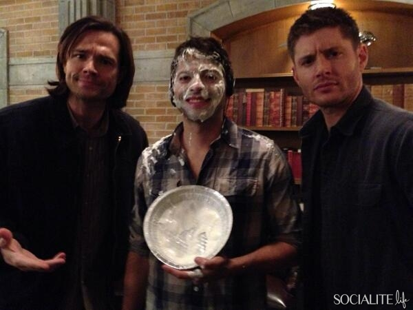supernatural-misha-collins-pie-02062014-02-600x450