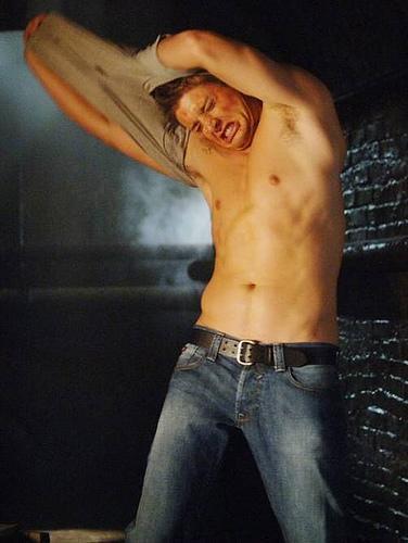 Dean-Winchester-supernatural-6022379-376-500