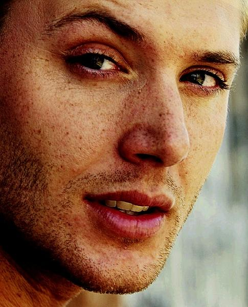 eye color and dean winchester