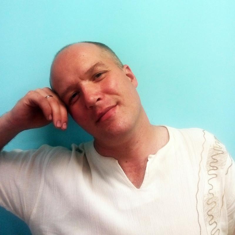 DJ Borisoff (то есть я), диджей, блогер, писатель (наверное).