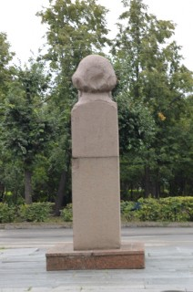 Половой член памятник