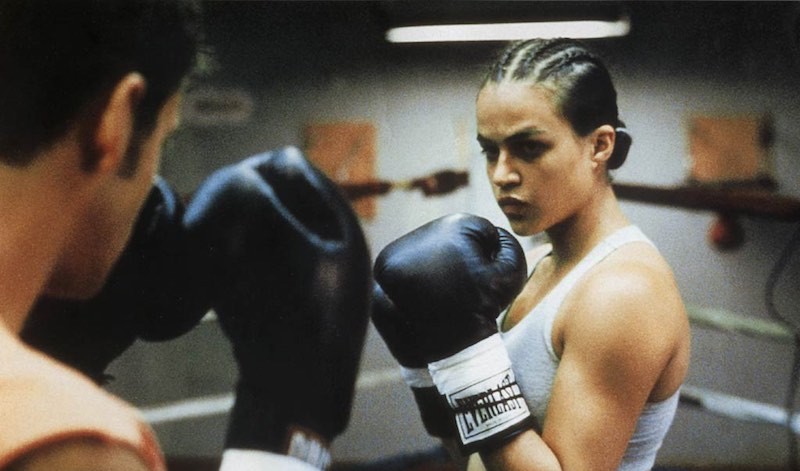 """Кадр из фильма """"Женский бой"""" (режиссёр Карина Кусама, США, 2000)."""