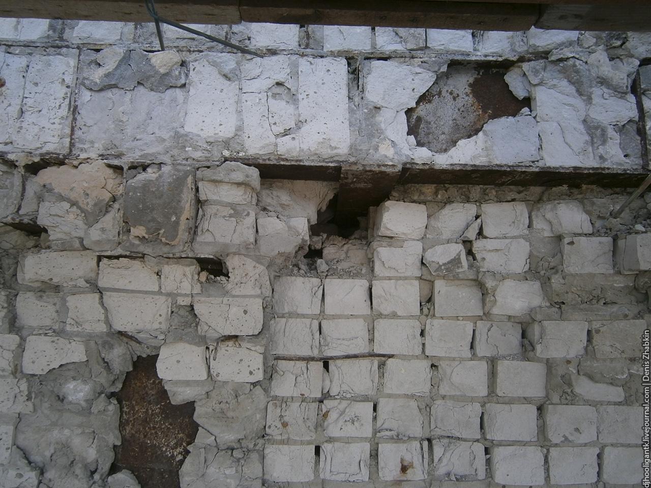 кирпичная кладка стены сценической коробки.jpg