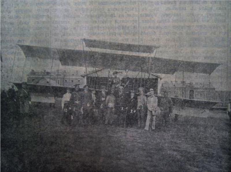 1912-Авиатор Агафонов А.А. на аэродроме рядом с казармами Башкадыкларского полка.png