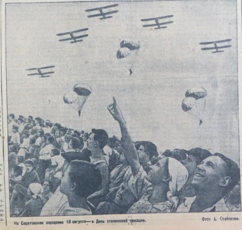 1940-08-20 аэродром в день авиации.jpg