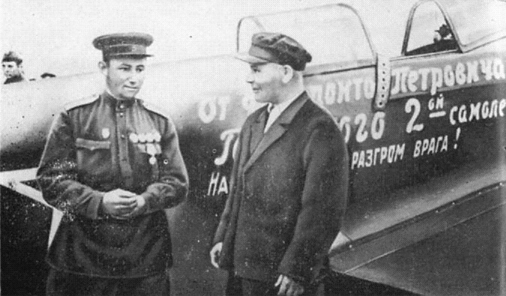 передача самолётов лучшим лётчикам - 2 самолёт от Ферапонта Головатого.jpg