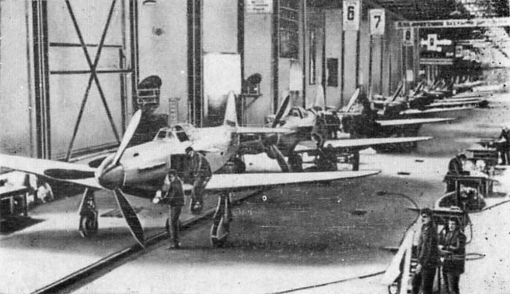 сборка самолётов Як-1 на САЗе.jpg