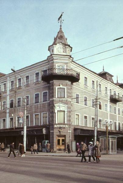 1980е-Проспект Кирова-горького гостиница Россия.jpg
