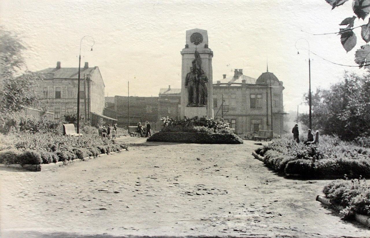 1959-памятник героям краснодона.jpg