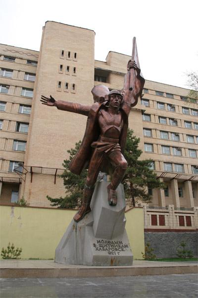 памятники в городе химки