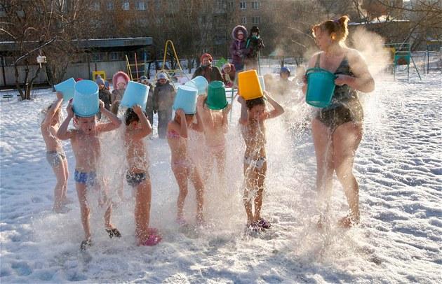 Вот так развлекаются настоящие сибирские дети! (ВИДЕО)