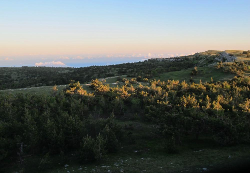 Панорама оттуда оказалась весьма красивая (см. первое фото), но в итоге стоила нам заката с Эндека...