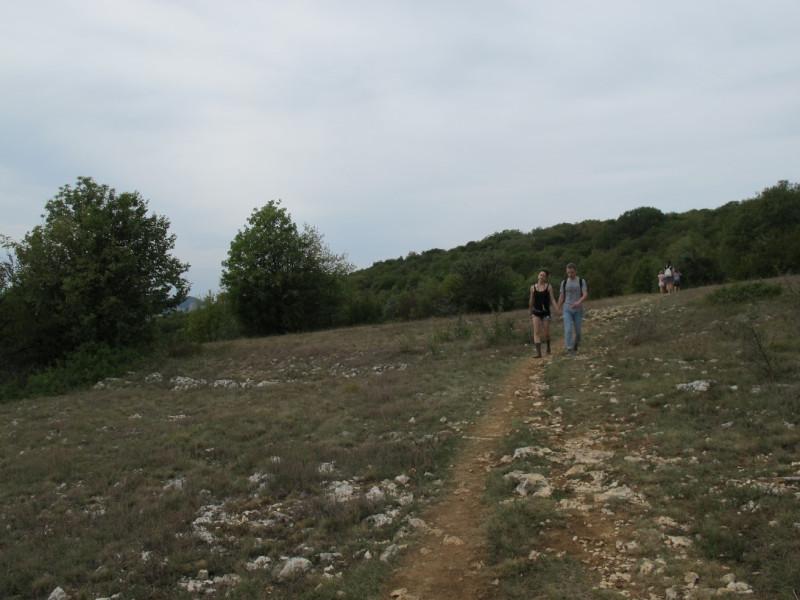 Илья и Яна идут за мной.