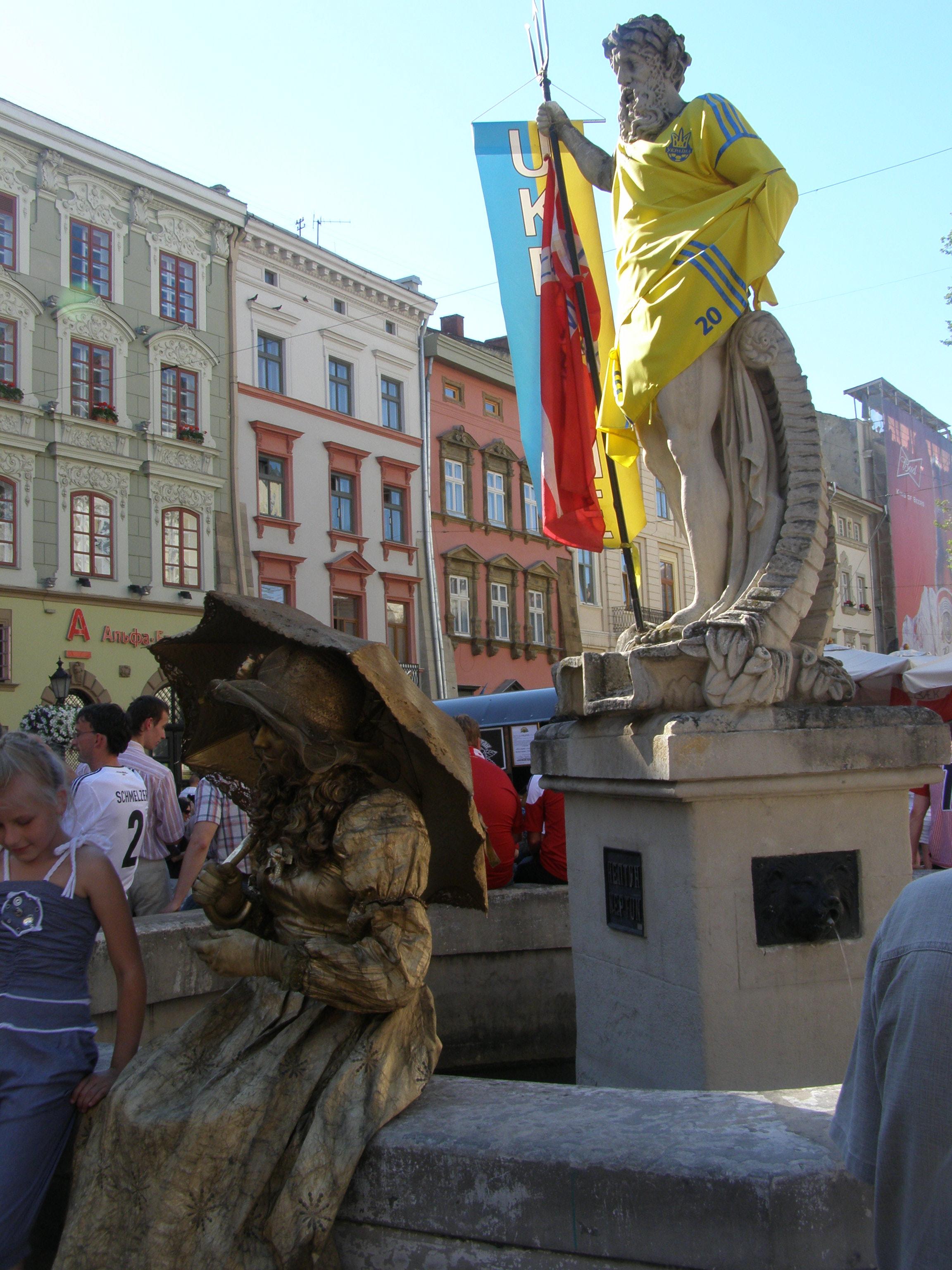 живая статуя и Нептун