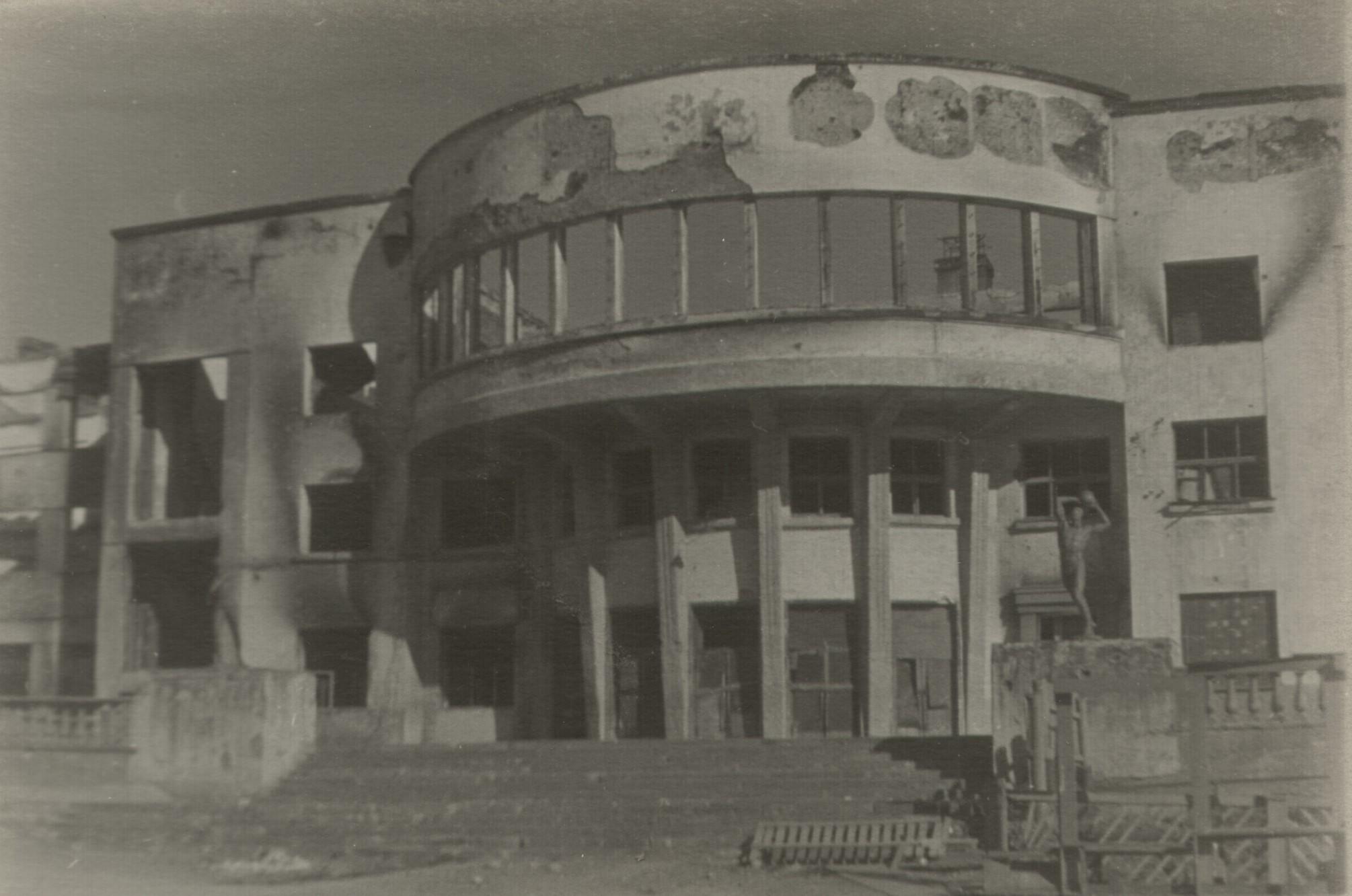 ДК Кирова после бомбежек июня 1942-го