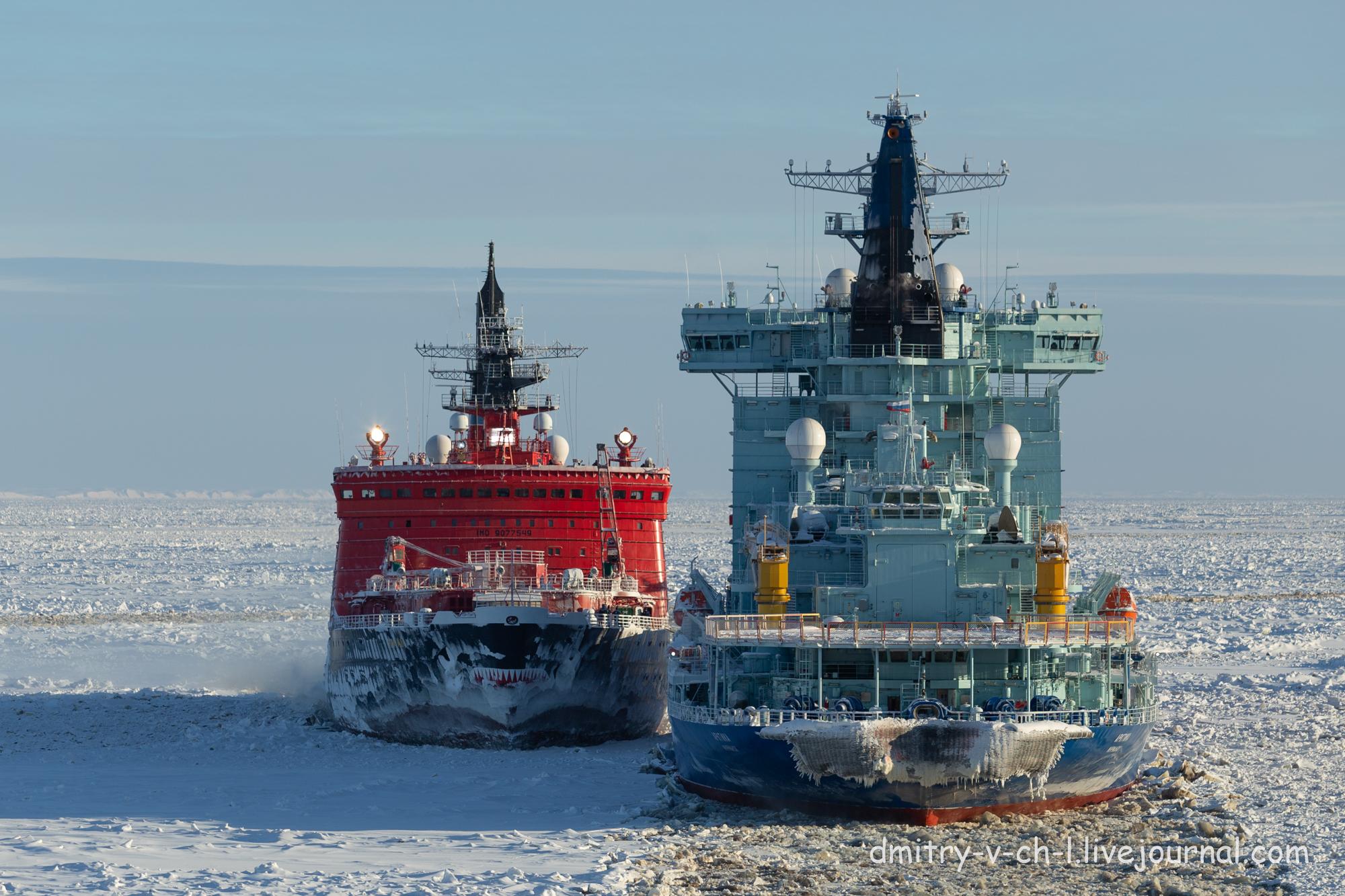Ледокол Ямал ( красный) и арктика ( синий) в Сабетте
