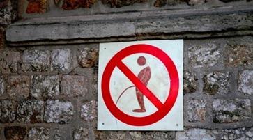 peeing in public_thumb[2]
