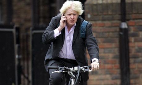 Boris-Johnson-cycling-in--002
