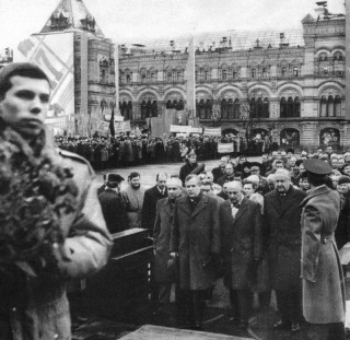 У мавзолея Ленина