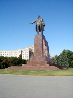 Памятник Ленину в Харькове.