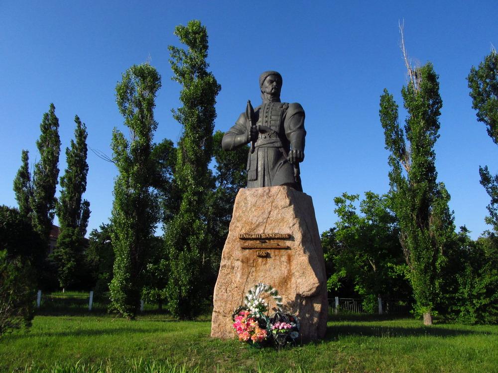 Памятник Залізняку в Медведівці