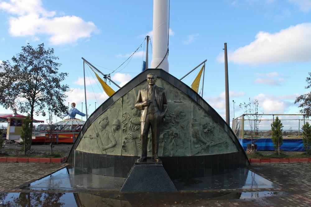 Ататюрк в місті Хопа